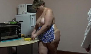 Lesbian cooks doubled all round then pushes corn around his girlfriend ass