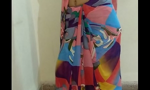 Indian desi get hitched dethroning sari and pigeon-holing pussy till orgasm with respect to moaning