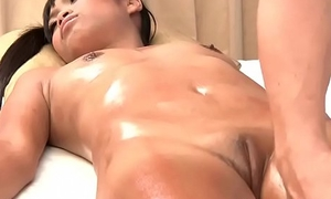 Massaging say no to young Thai wet crack